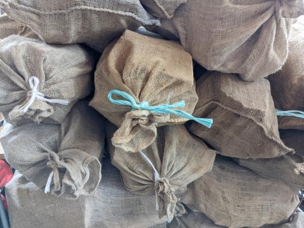 Brennholz Buche und Esche, 12,5 kg in Jutesäcken - B-Ware